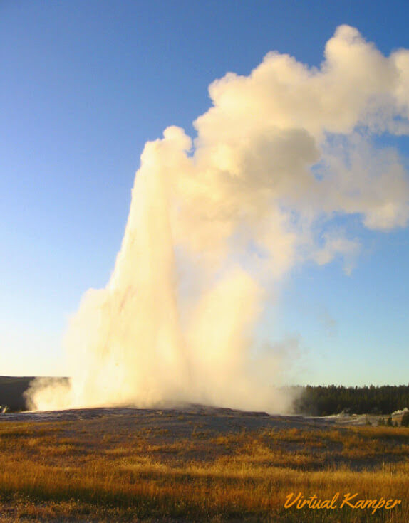National Parks Road Trip: Old Faithful in Yellowstone